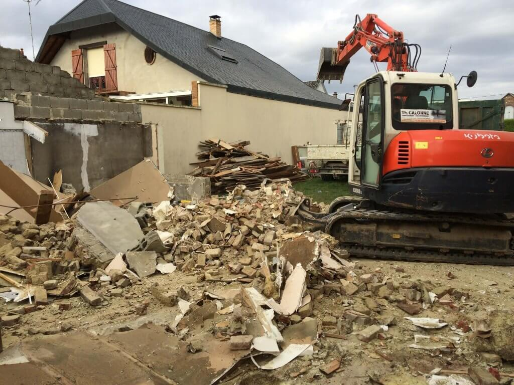Destruction de la maison avec la grueDestruction de la maison avec la grue