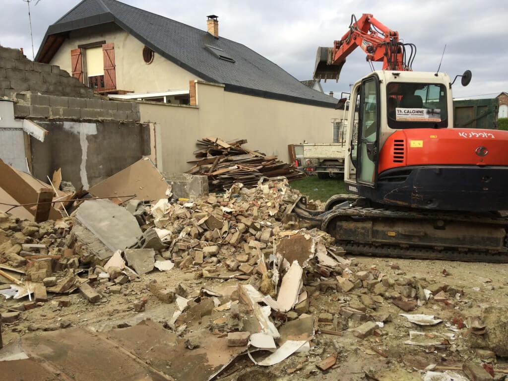 Destruction de la maison avec la grueDestruction de la maison avec la grue