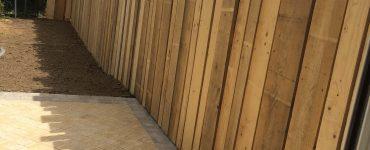 Clôture en bois de coffrage